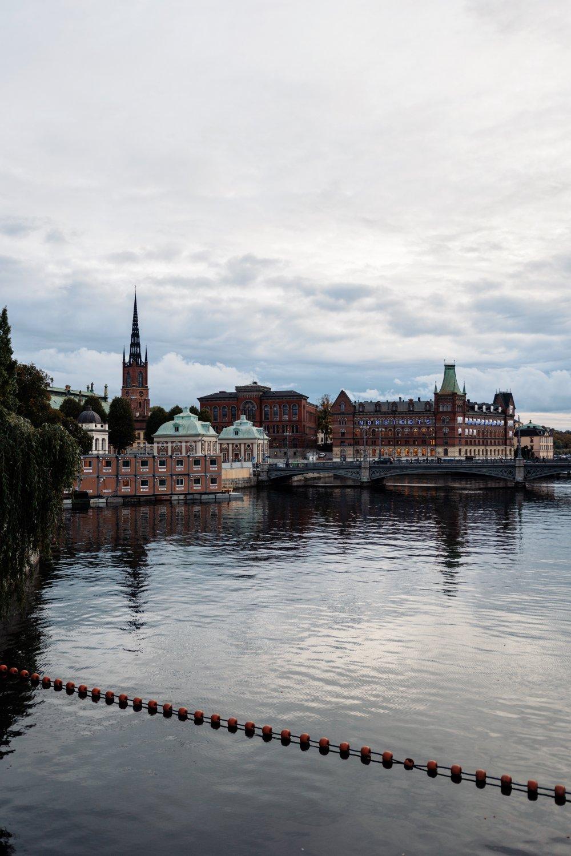 Bra packning och rätt flyttfirma underlättar flytten i Stockholm